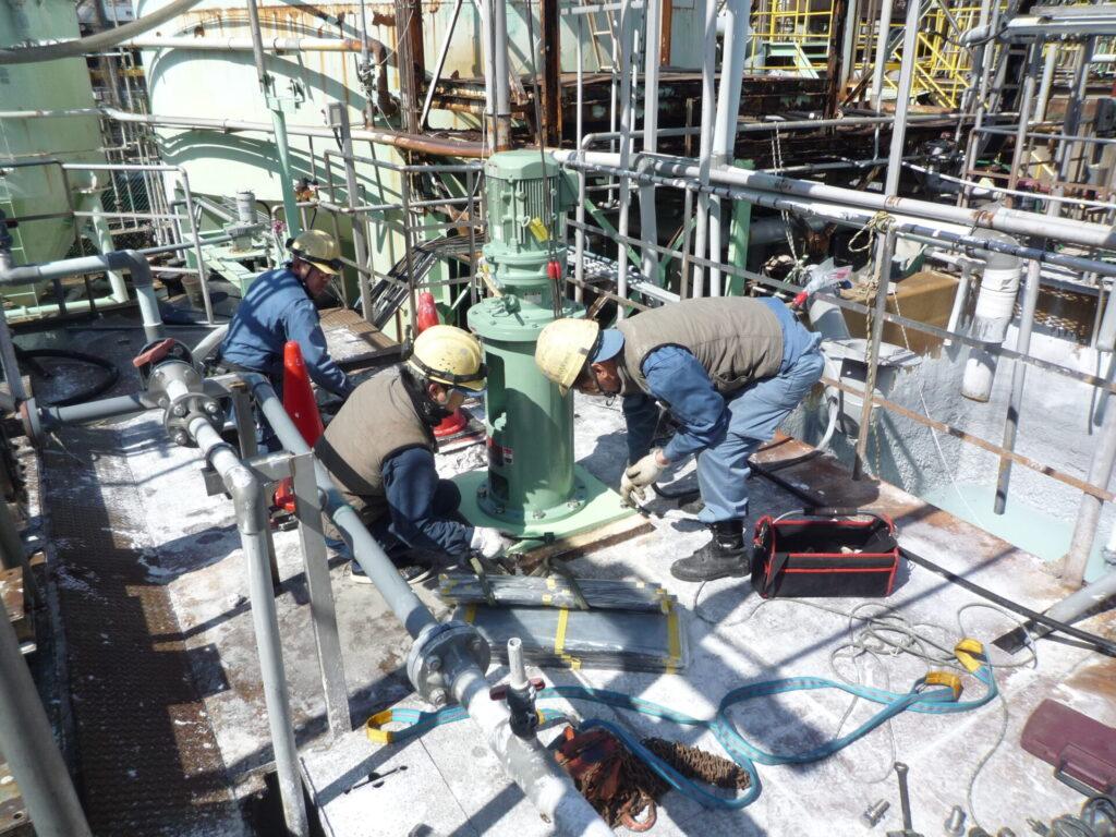 撹拌機の取替作業