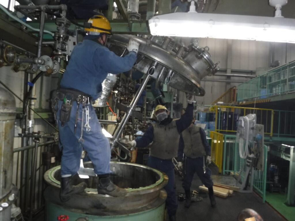 撹拌機付き蓋の取付作業